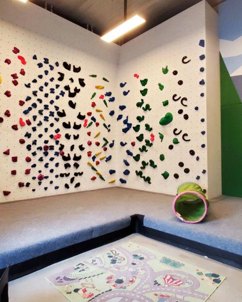 Betreuungsraum für Kleinkinder die klettern
